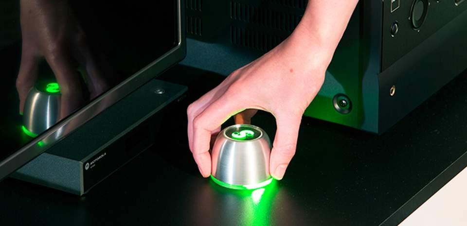 リモコンなんて必要ない。スマホと連携してジェスチャーで操作できる「SPIN remote」 1番目の画像
