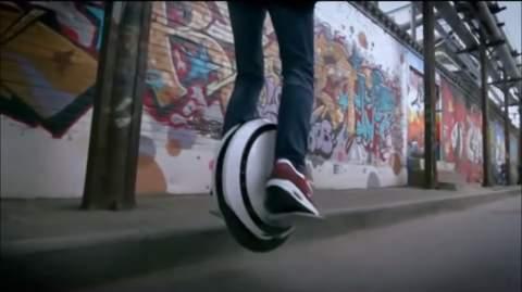 SF映画で見たことある……かも? タイヤ型乗り物「Ninebot」が近未来チックでカッコイイ 3番目の画像