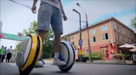 SF映画で見たことある……かも? タイヤ型乗り物「Ninebot」が近未来チックでカッコイイ 5番目の画像