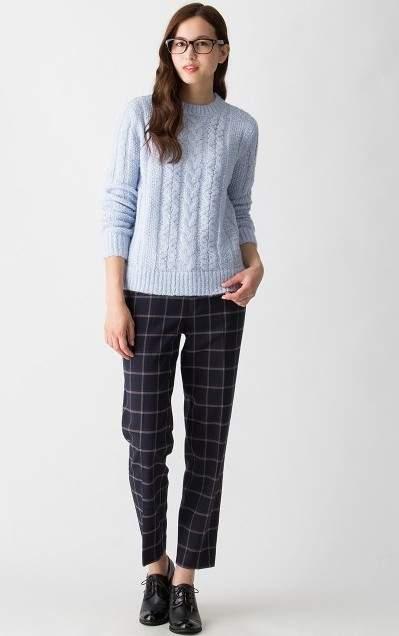 派手じゃないのに印象的。甘さ控えめなスモーキーカラーで冬服に新しいスパイスを 4番目の画像