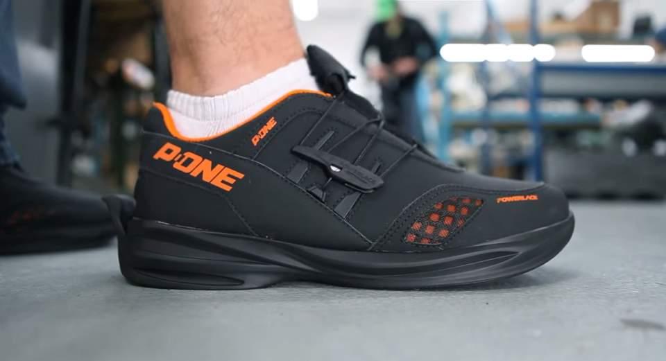 もうほどける靴紐とはおさらば。靴紐がないのに足にフィットするシューズ「Powerlace」 1番目の画像