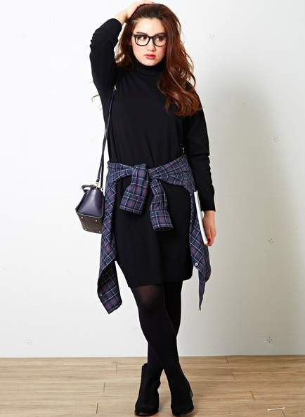 魅せるブラックでフォーマルスタイルを作る。ベーシックカラーのブラックの綺麗な着こなし 4番目の画像