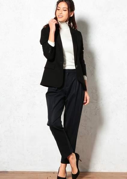 魅せるブラックでフォーマルスタイルを作る。ベーシックカラーのブラックの綺麗な着こなし 6番目の画像