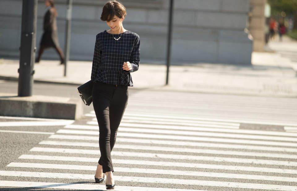 魅せるブラックでフォーマルスタイルを作る。ベーシックカラーのブラックの綺麗な着こなし 1番目の画像