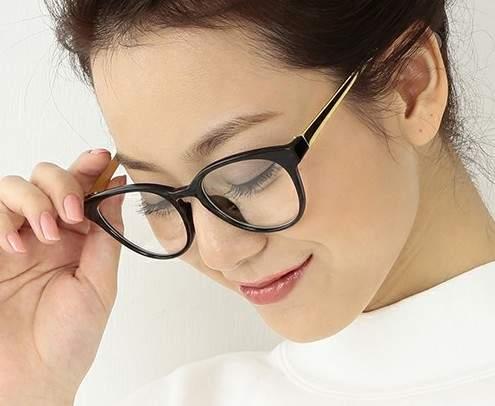ちょっとレトロが今にぴったりの「クラシックメガネ」。大人のお洒落にどう活かす? 1番目の画像