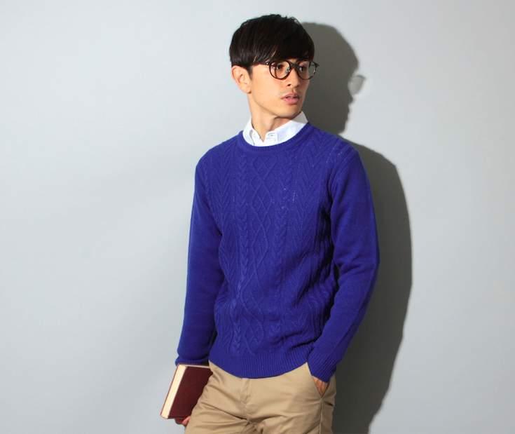 冬定番のクルーネックニット。ボタンダウンシャツと合わせて重ね着してもすっきりスマートに 1番目の画像