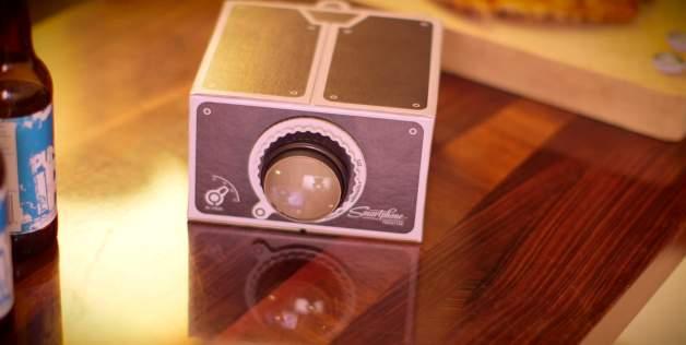 あなたのお家を映画館に! スマホ動画を手軽に投影できるDIYプロジェクターキットが便利かも 1番目の画像