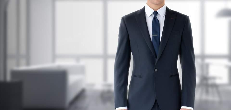 デキる男はジャストサイズのスーツを着る。ジャケットを選ぶときは、4つのルールを守るべし! 1番目の画像