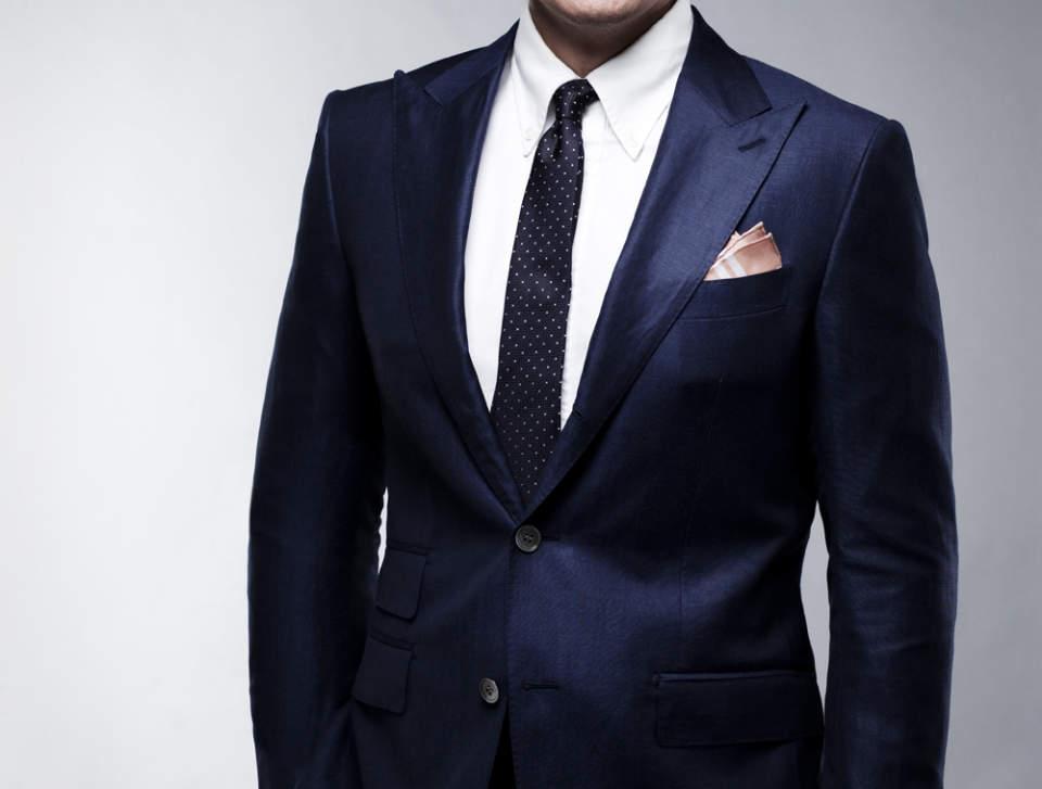 デキる男はジャストサイズのスーツを着る。ジャケットを選ぶときは、4つのルールを守るべし! 2番目の画像