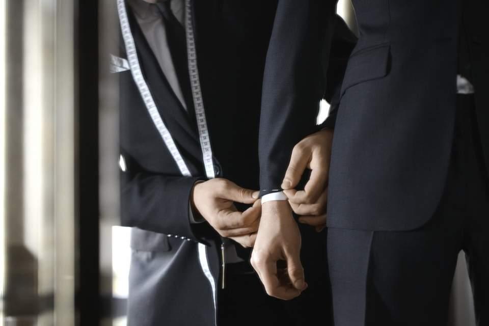 デキる男はジャストサイズのスーツを着る。ジャケットを選ぶときは、4つのルールを守るべし! 4番目の画像