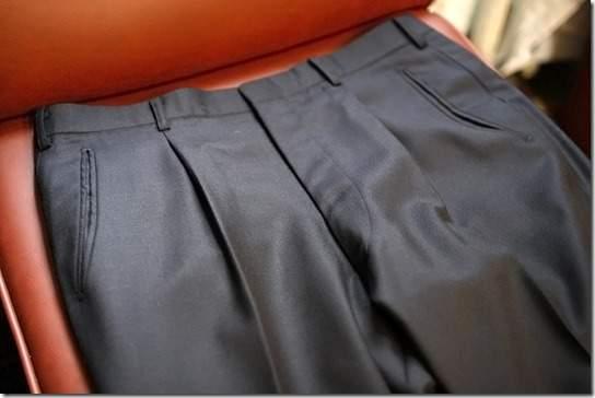 定番のスーツスタイルはパンツで差をつける。上質なオトナはタックなしを履く! 2番目の画像