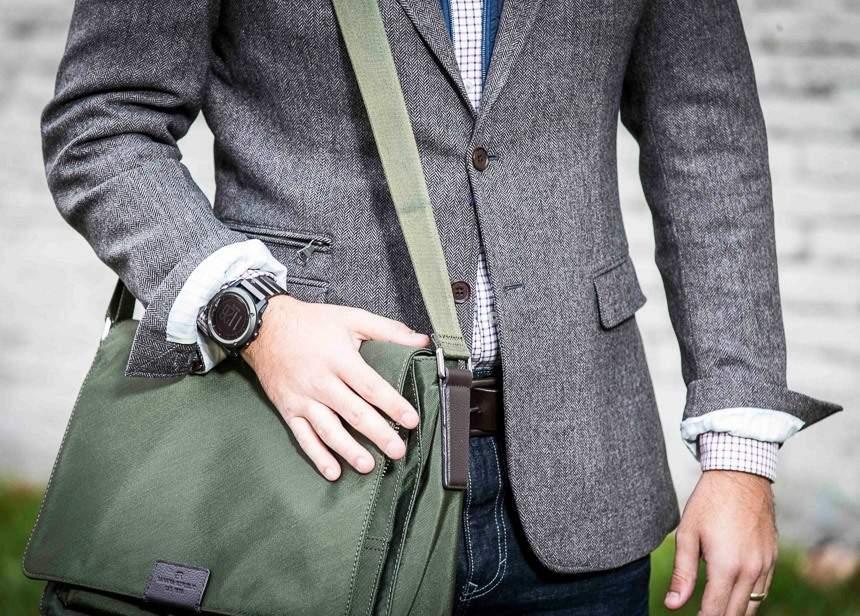 スーツにデジタル腕時計を着用するのはアリ? 評価の高いビジネスマンになるための基本マナー 1番目の画像