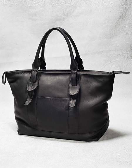 新しいカバンで街へ出掛けよう。品よく使えるトートバッグでトレンドを持ち歩く 3番目の画像