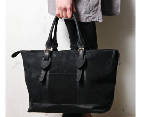 新しいカバンで街へ出掛けよう。品よく使えるトートバッグでトレンドを持ち歩く 1番目の画像