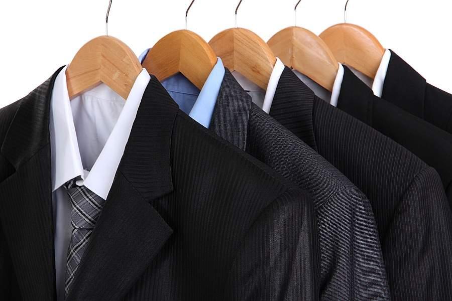 スーツの着こなしは「保管方法」を知ることから。着こなしがカッコイイ男は毎日の手入れを欠かさない 1番目の画像