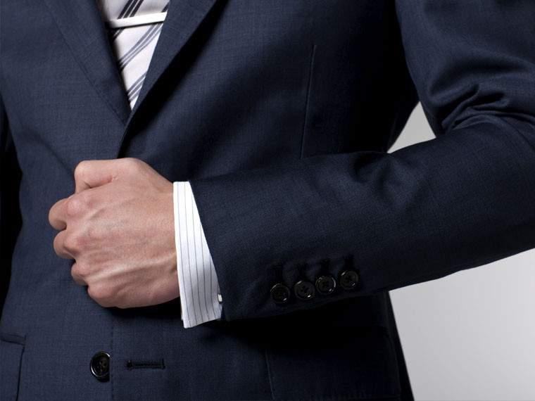 ジャケットのボタンは全部留めるべきか? 知ってそうで意外と知らないスーツの基本マナー 1番目の画像