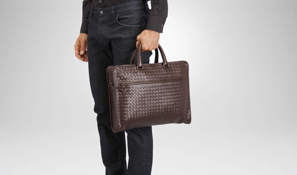 おしゃれなビジネスバッグを持つ大人は一味違う。素材と製法にこだわったブランドのバッグに手を伸ばす 1番目の画像