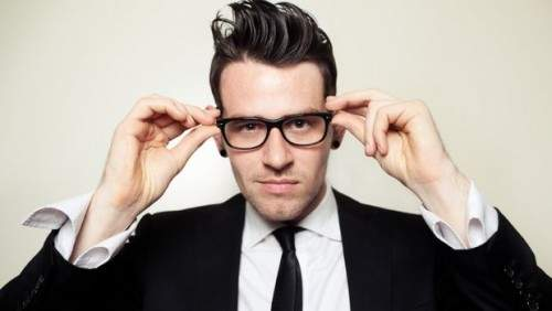 一番似合う「お洒落メガネ」の形とは? 自分の顔に合うメガネは輪郭で選ぶ 1番目の画像