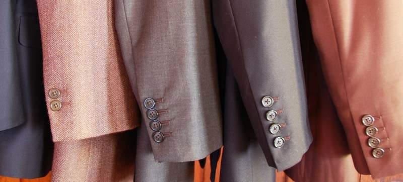 周りに与える印象はスーツの色でガラッと変わる。デキる男はシーンに合わせてスーツを使い分ける 1番目の画像