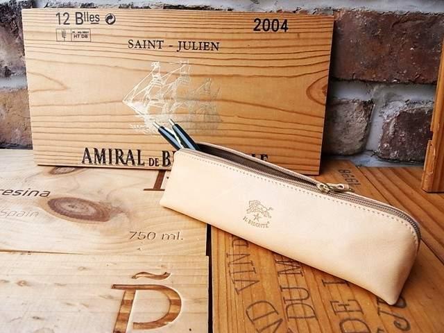 革の持つ自然な風合いの変化を楽しむ。1万5000円以内で購入できる、革製のペンケースブランド3選 2番目の画像