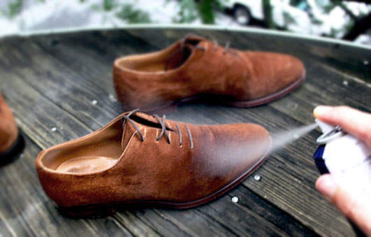 実は簡単だったスエード靴のお手入れ。3つの手順を踏めば、1日10分でケアできる! 3番目の画像