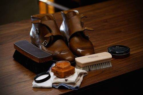 今日から始める靴磨き。革靴の磨き方は4つのステップを踏めば、簡単にできる! 1番目の画像