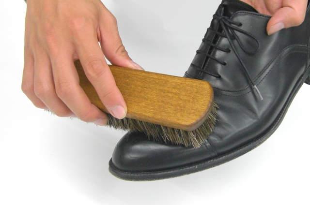 今日から始める靴磨き。革靴の磨き方は4つのステップを踏めば、簡単にできる! 4番目の画像