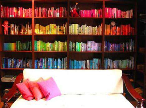 使い方を工夫するだけでインテリアの一部に。本棚を魅せる収納に変化させよう 2番目の画像