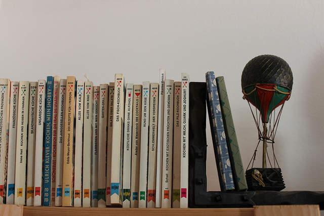 使い方を工夫するだけでインテリアの一部に。本棚を魅せる収納に変化させよう 3番目の画像