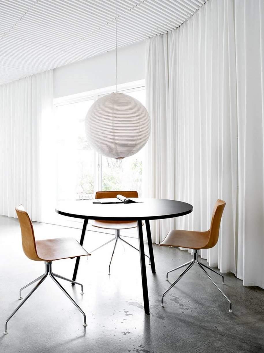 部屋を広く、柔らかに表現する円形の魅力。丸テーブルを用いた、実用的でお洒落なインテリア事例4選 2番目の画像
