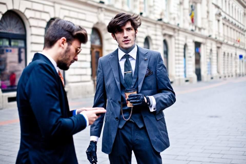 スーツスタイルの体型をよく見せる裏技。柄やディテールで視覚的な変化をつけ、スタイルアップを目指す 1番目の画像