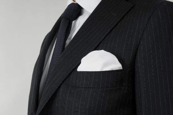 結婚式で恥をかかない大人になるために。結婚式に出席する際の正しい服装を学ぶ。 5番目の画像