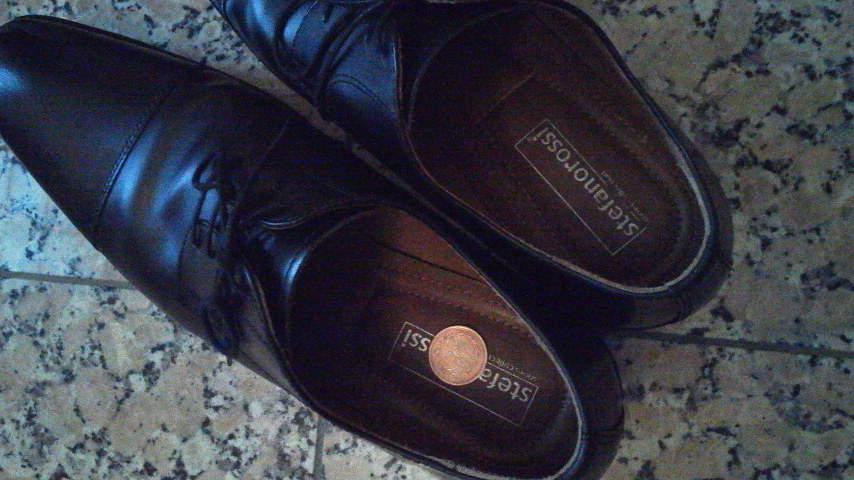 実は気になる、革靴のイヤな臭いは簡単に落とせる。ちょっと意外な「臭い取りの方法」3選 2番目の画像