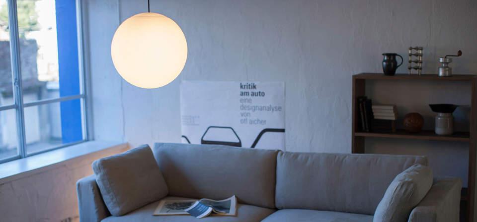 間接照明やシェードとして大活躍。広がる光を楽しむことができる丸い照明 2番目の画像