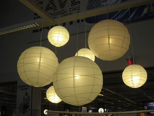 間接照明やシェードとして大活躍。広がる光を楽しむことができる丸い照明 3番目の画像