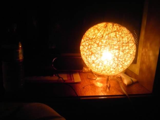 間接照明やシェードとして大活躍。広がる光を楽しむことができる丸い照明 4番目の画像