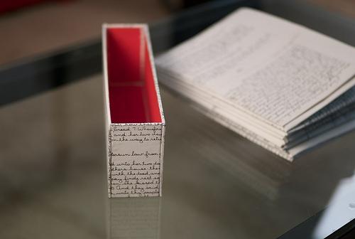 乱雑な本の山とはお別れしよう。ごちゃごちゃな本棚から開放されるための収納術 4番目の画像