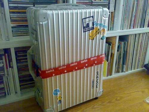 無骨なカッコよさで中身を守る。RIMOWAのアルミ製スーツケースの魅力 2番目の画像