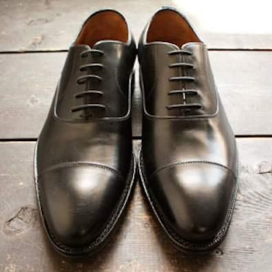 シンプルな作りに光る個性。革靴の一足目には幅広いシーンで活躍する「ストレートチップ」を購入すべし 3番目の画像