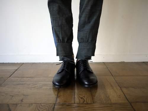 シンプルな作りに光る個性。革靴の一足目には幅広いシーンで活躍する「ストレートチップ」を購入すべし 1番目の画像