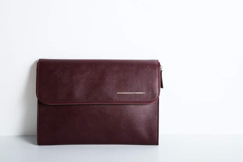 「安物買いの銭失い」にはならない。クラッチバッグ買うなら上質ブランドの一品を。 2番目の画像