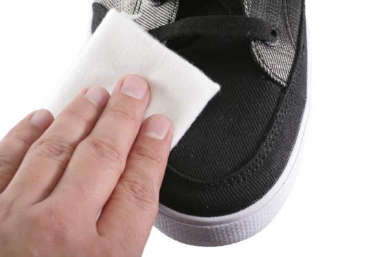 たった10分のケアで清潔感たっぷりの白さ復活! 自宅でできる簡単スニーカーお手入れ術 7番目の画像