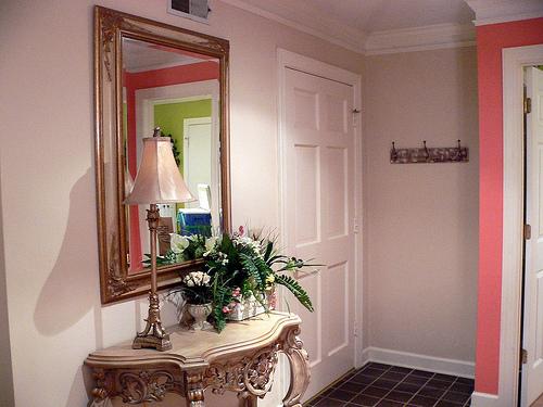 """玄関は来客を迎え入れる""""家の顔""""。玄関をおしゃれなインテリアにするコツ3選 1番目の画像"""