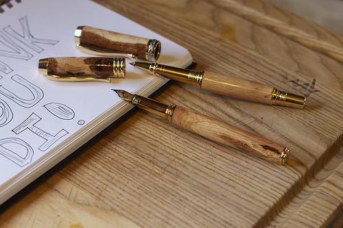 木の温もりを感じられる逸品がここに。見た目も機能も美しい木製ボールペン3選 1番目の画像