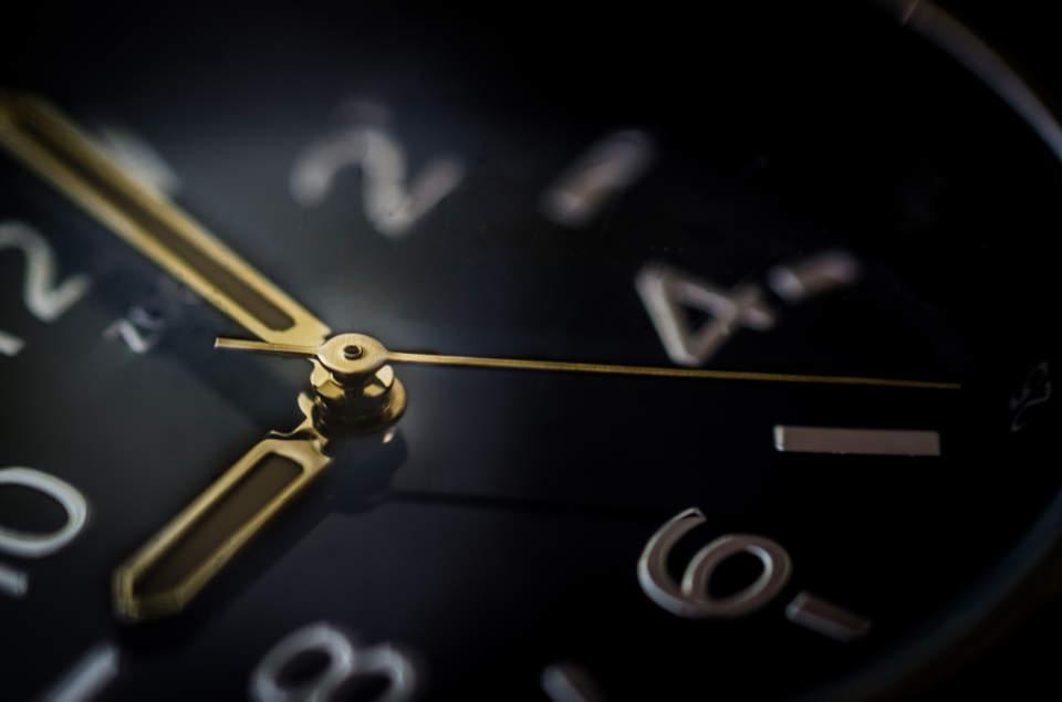 """洗練されたフォルムはまさに""""グッドデザイン""""。グッドデザイン賞を受賞したスタイリッシュな掛け時計 1番目の画像"""