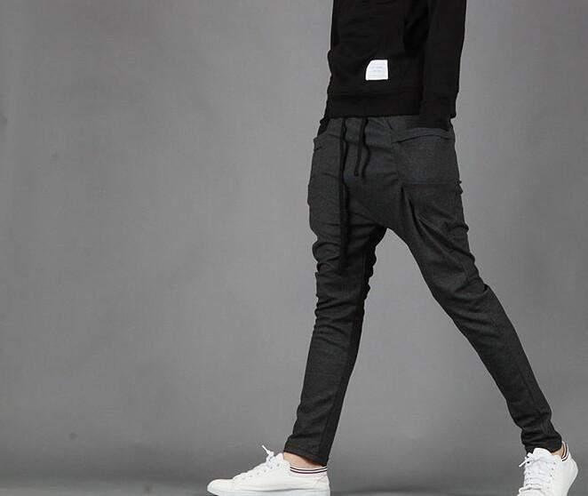 ジャージとは違う「上品」さ。夏の半ズボンじゃ寒い日には「スウェットパンツ」がおすすめ 1番目の画像