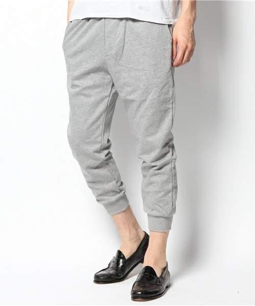 ジャージとは違う「上品」さ。夏の半ズボンじゃ寒い日には「スウェットパンツ」がおすすめ 4番目の画像