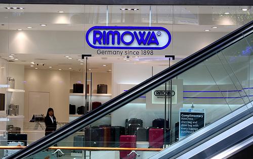 無骨なカッコよさで中身を守る。RIMOWAのアルミ製スーツケースの魅力 1番目の画像