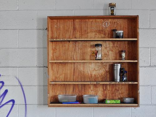 """一面まっさらの壁、あなたならどう使う? インテリアの幅を広げる壁面インテリア""""三種の神器"""" 2番目の画像"""