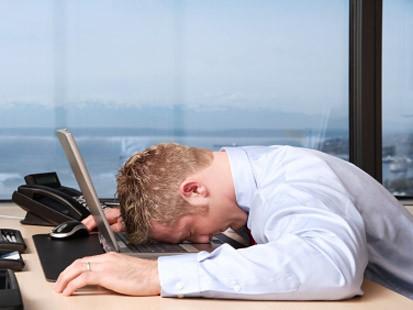 誰にもバレずに「こっそり眠気を解消する方法3選」 会議も商談もこれでパッチリ! 1番目の画像